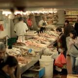 в цокольных помещениях можно купить абсолютно всё, ждаже жаб и всяких живых морских гадов. Все ценники подписаны иероглифами, цены в долларах за фунты)))